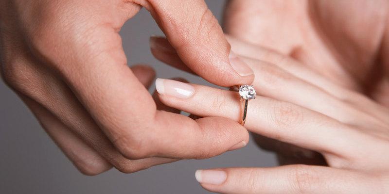 Her Zaman Merak Ettiğimiz Yüzük Parmağının Sırrı Ne?